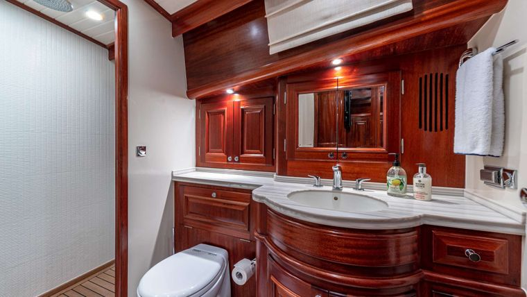 FALCON Yacht Charter - VIP Stateroom