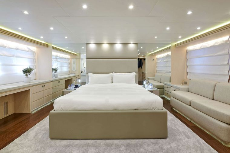 WHITE KNIGHT Yacht Charter - Master Suite