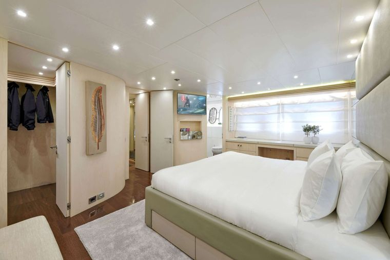 WHITE KNIGHT Yacht Charter - Master Suite 2