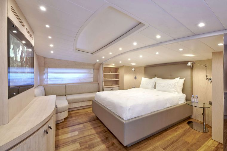 WHITE KNIGHT Yacht Charter - VIP Suite