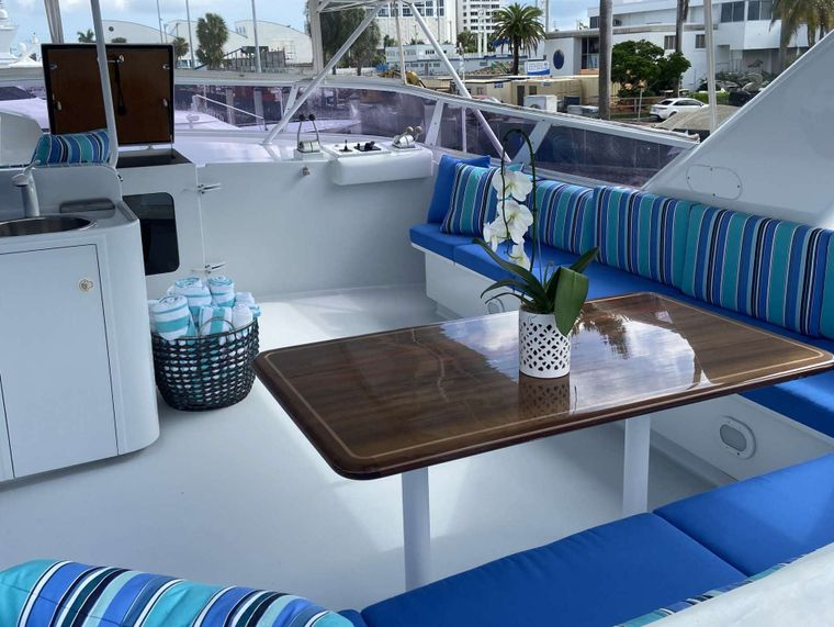 LADY GRAY Yacht Charter - Flybridge Dining Table