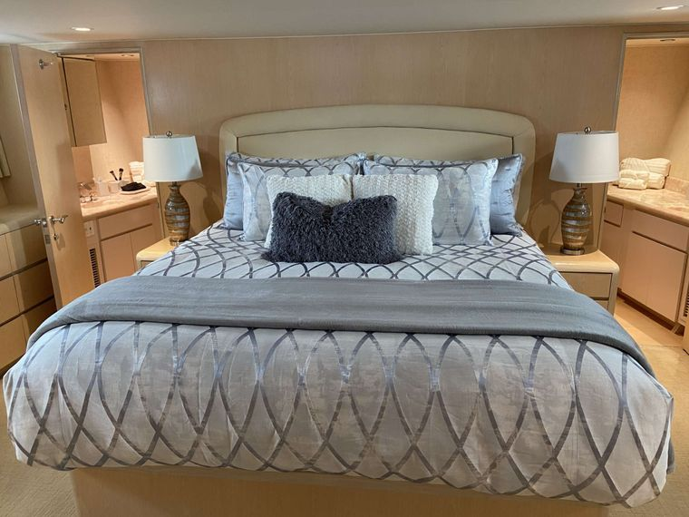LADY GRAY Yacht Charter - Master Guest Stateroom