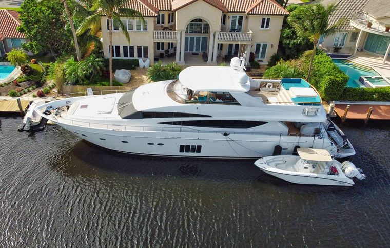 21 SEA SANDS Yacht Charter - Ritzy Charters