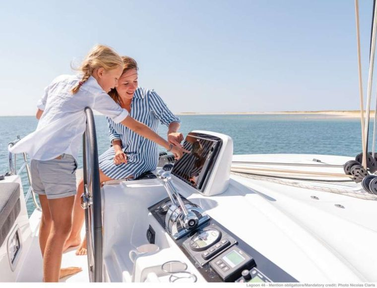 KING VIVI Yacht Charter - Steering Station
