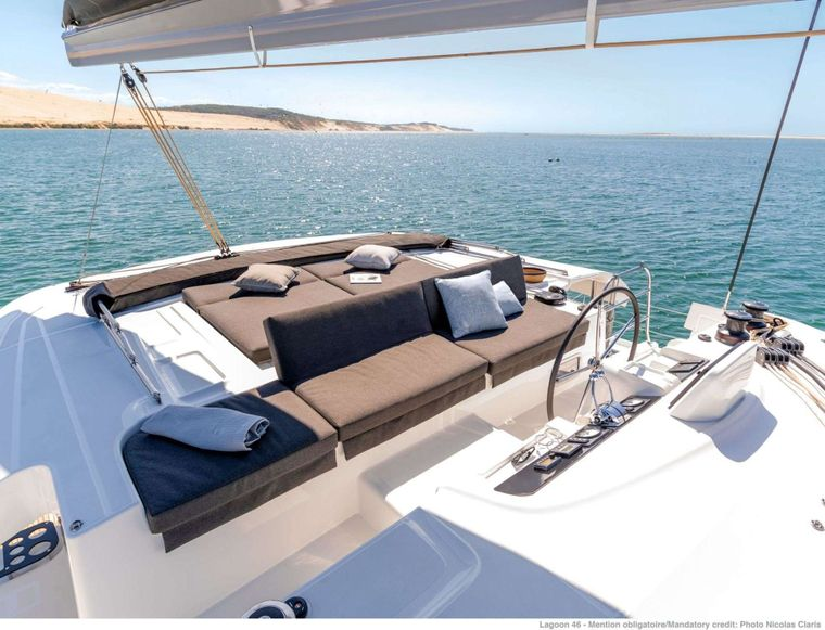 KING VIVI Yacht Charter - Flybridge