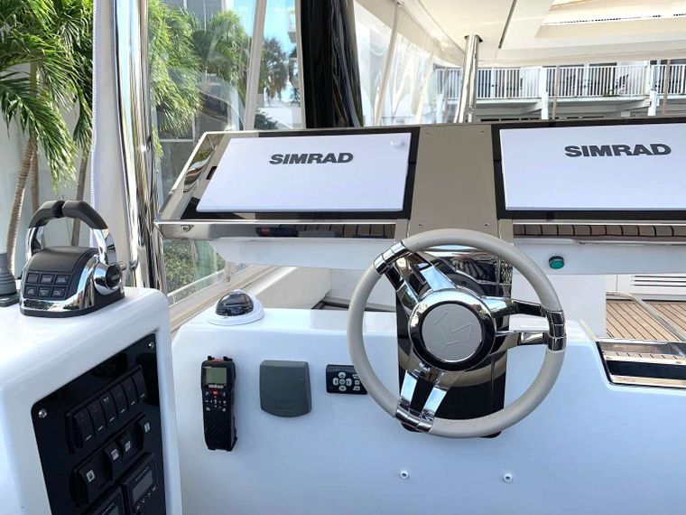 COLETTE Yacht Charter - Helm station
