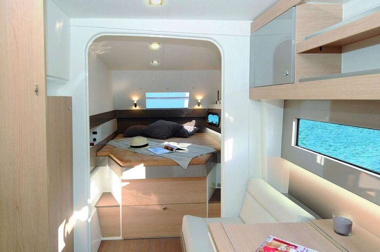 Sunshine Baby Yacht Charter - Master cabin suite