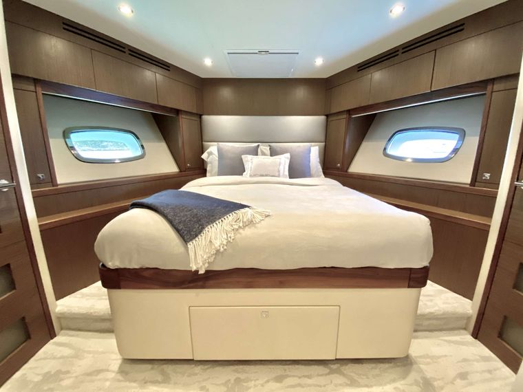 CHELSEA Yacht Charter - VIP Stateroom