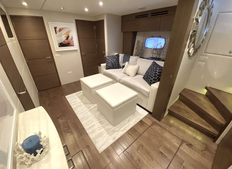 CHELSEA Yacht Charter - Lounge / Pull out sofa