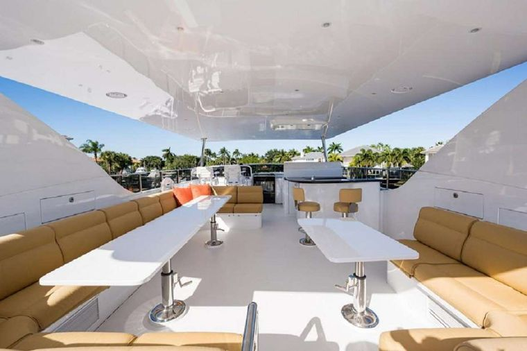 LIMITLESS Yacht Charter - King Forward VIP Stateroom