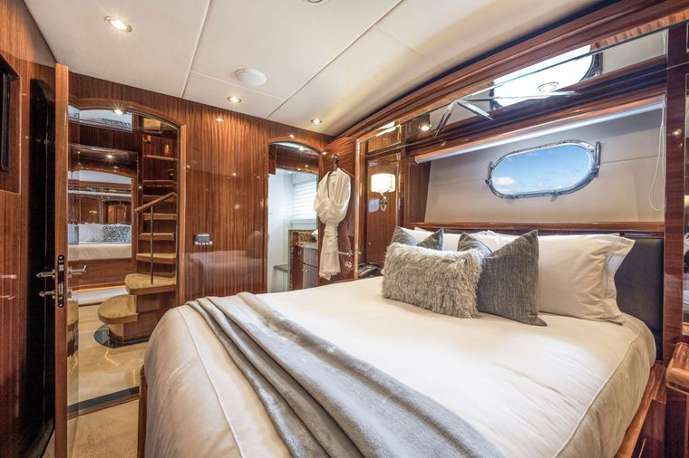LIMITLESS Yacht Charter - Queen Stateroom 2