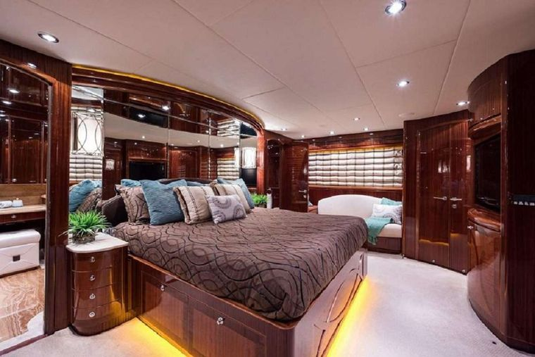 LIMITLESS Yacht Charter - Galley Seating