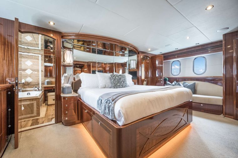 LIMITLESS Yacht Charter - King Master Stateroom
