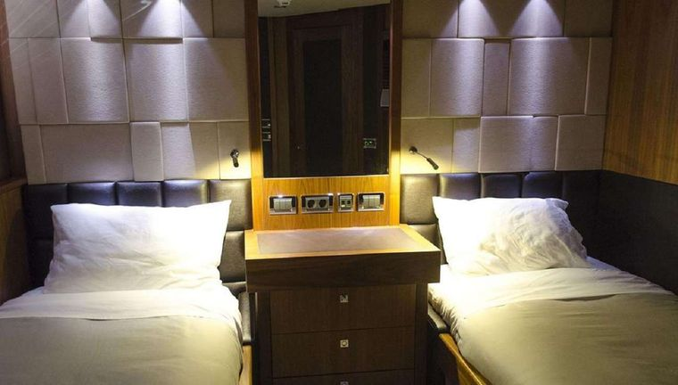 EMRYS Yacht Charter - Twin Stateroom