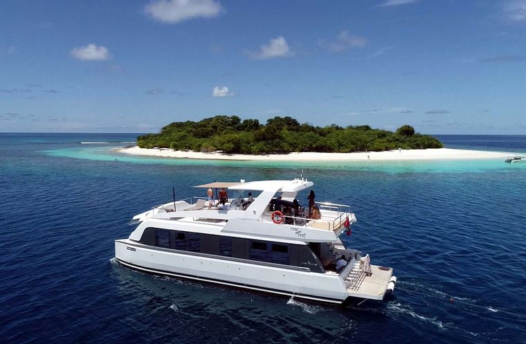 OVER REEF Yacht Charter - Ritzy Charters