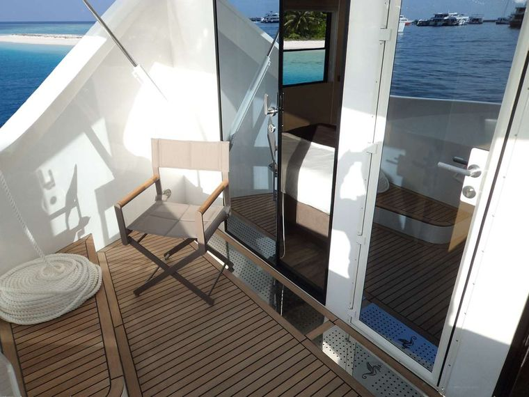 OVER REEF Yacht Charter - Cabins private balcony