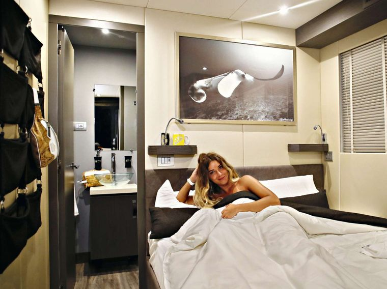 OVER REEF Yacht Charter - Master Cabin