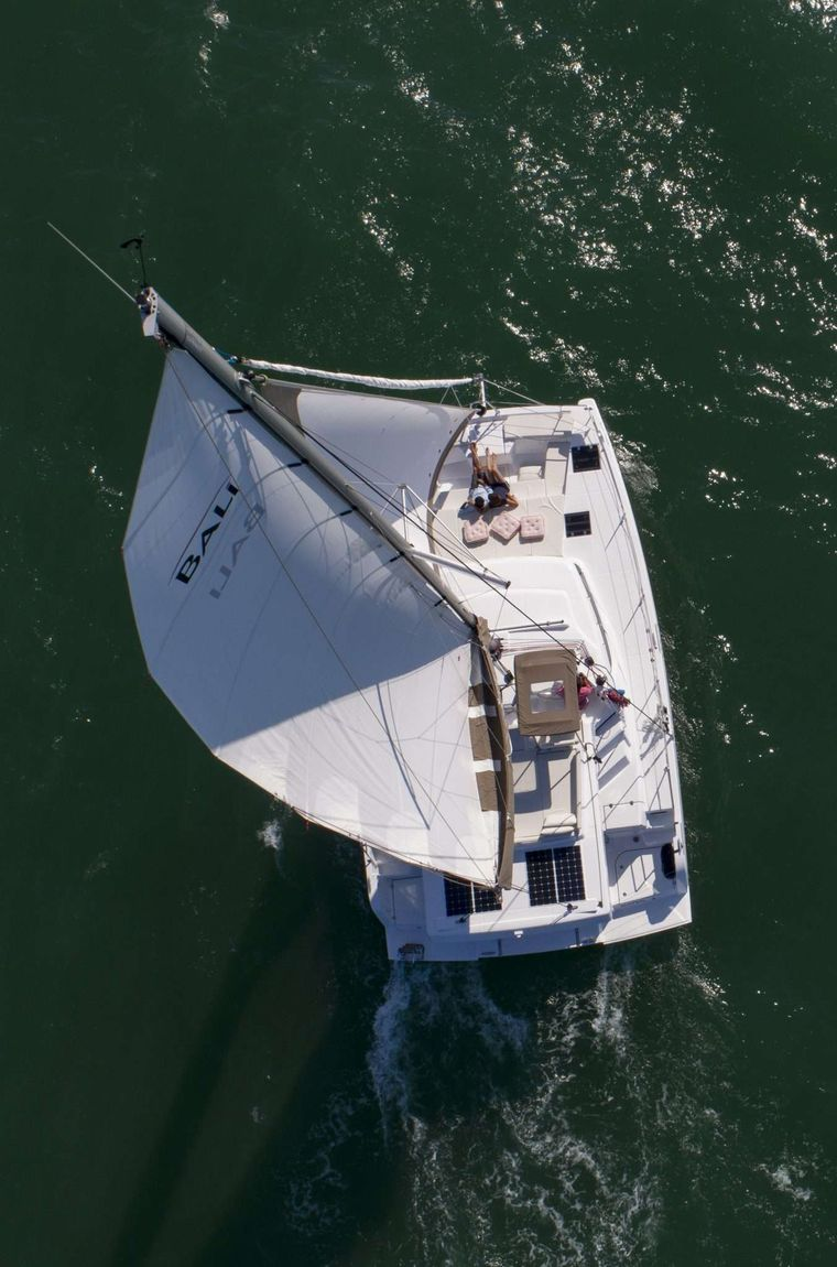 SOMNIS Yacht Charter - Ritzy Charters