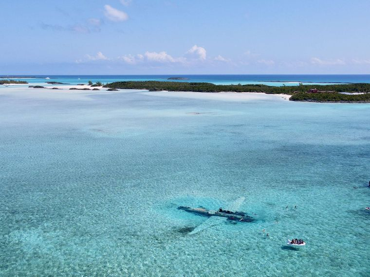 Synergy Yacht Charter - Snorkle sunken planes
