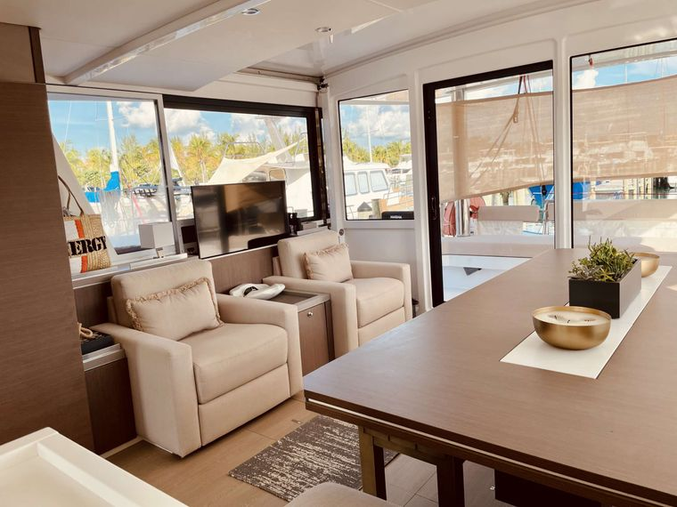 Synergy Yacht Charter - Comfortable saloon with TV