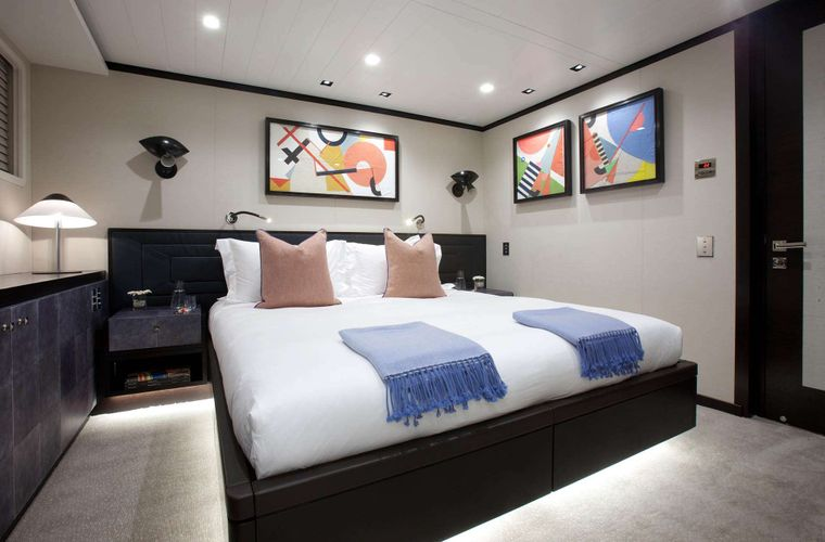 """MIRAGE Yacht Charter - Guest Stateroom """"Hudson"""""""