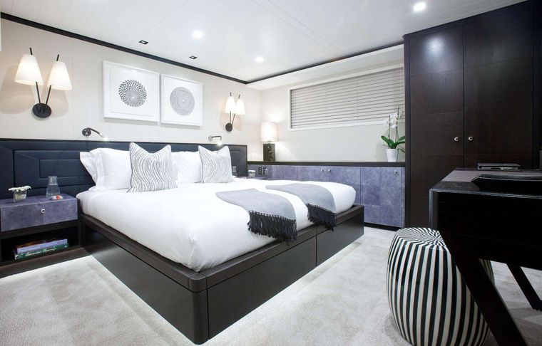 """MIRAGE Yacht Charter - Guest Stateroom """"Riley"""""""