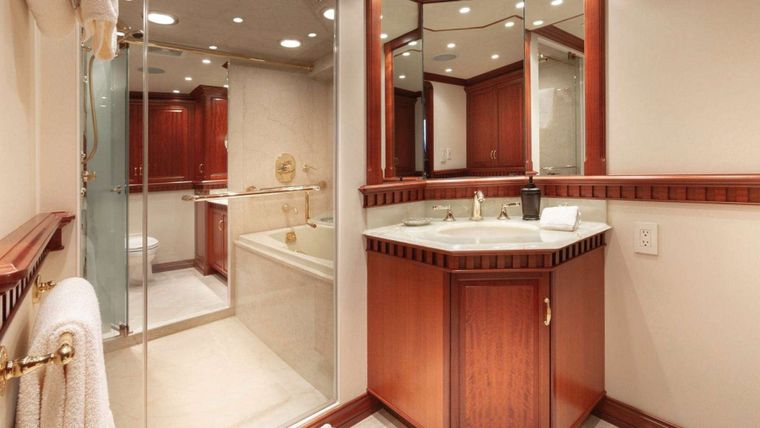 IMPETUOUS Yacht Charter - Master Bath