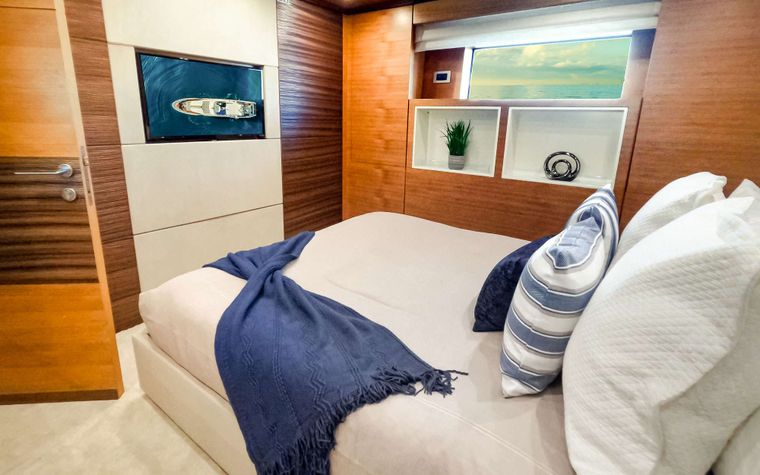 COOL BREEZE Yacht Charter - VIP Stateroom