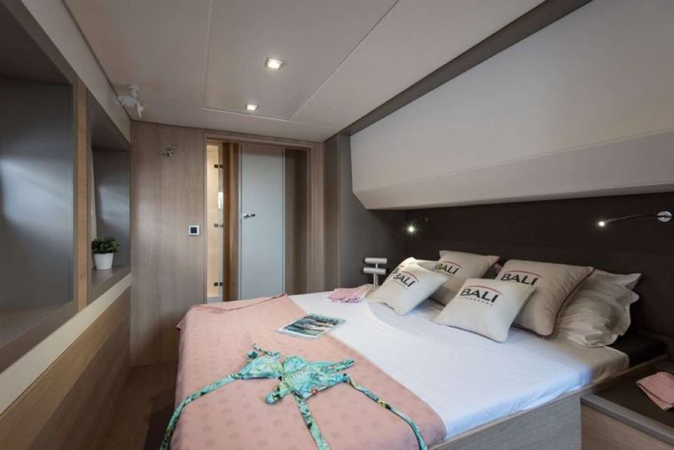 Crystal Dreams Yacht Charter - Guest Cabin