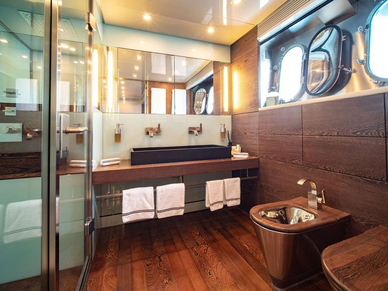 M Yacht Charter - Master Ensuite