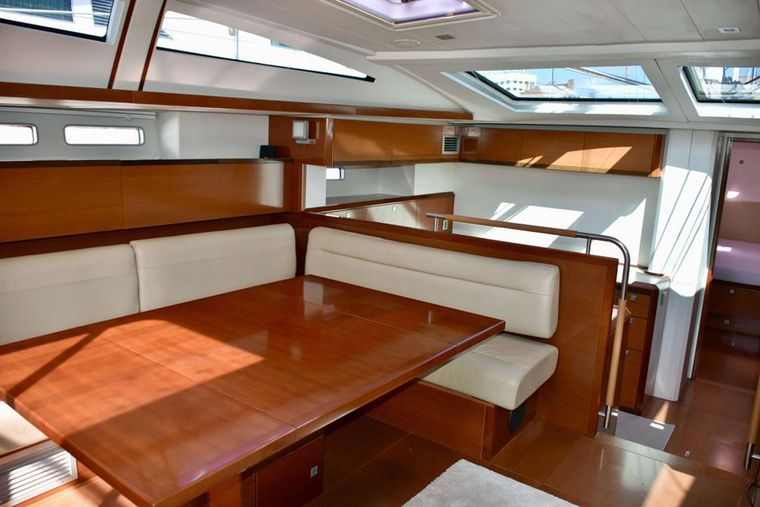 SUNBIRD Yacht Charter - Bright and Sunny Interior Dining