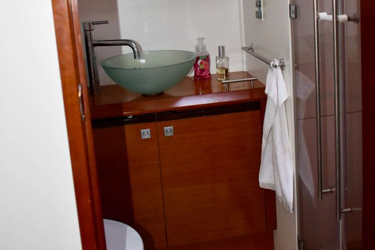 SUNBIRD Yacht Charter - Primary Bathroom