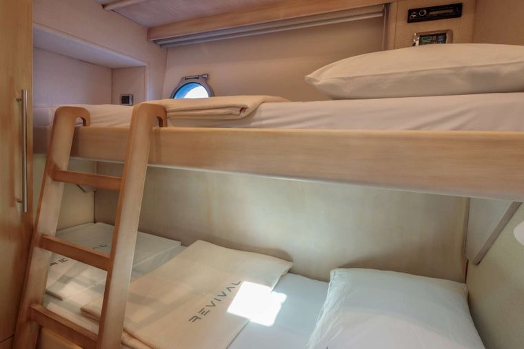 REVIVAL Yacht Charter - Up & Down bed cabin