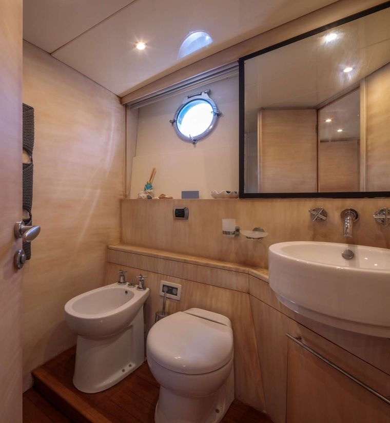 REVIVAL Yacht Charter - Master Bathroorm