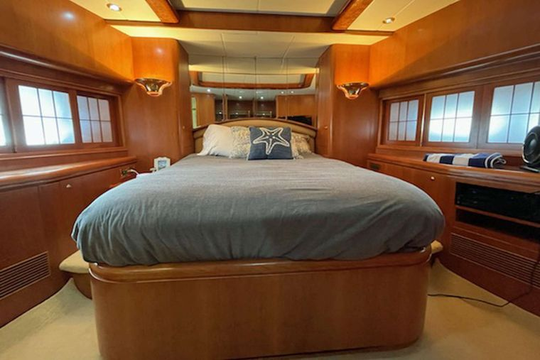 ELLA CLARE Yacht Charter - VIP Stateroom