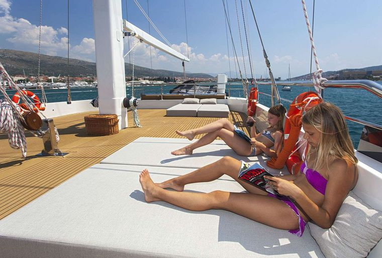 NAVILUX Yacht Charter - Foredeck Jacuzzi