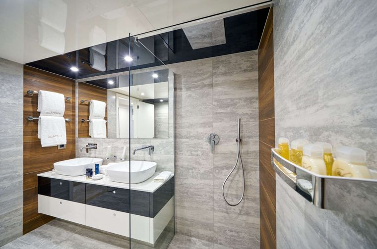 ACAPELLA Yacht Charter - Mid Master Ensuite
