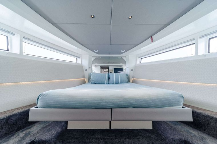 GO N HOT Yacht Charter - Master Stateroom