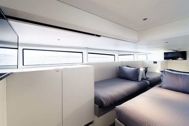 GO N HOT Yacht Charter - Twin Guest Staterooms
