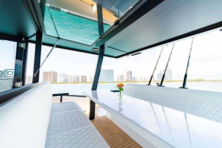 GO N HOT Yacht Charter - Aft Seating