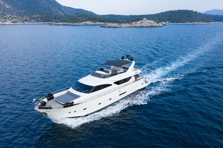 SALTY Yacht Charter - Ritzy Charters