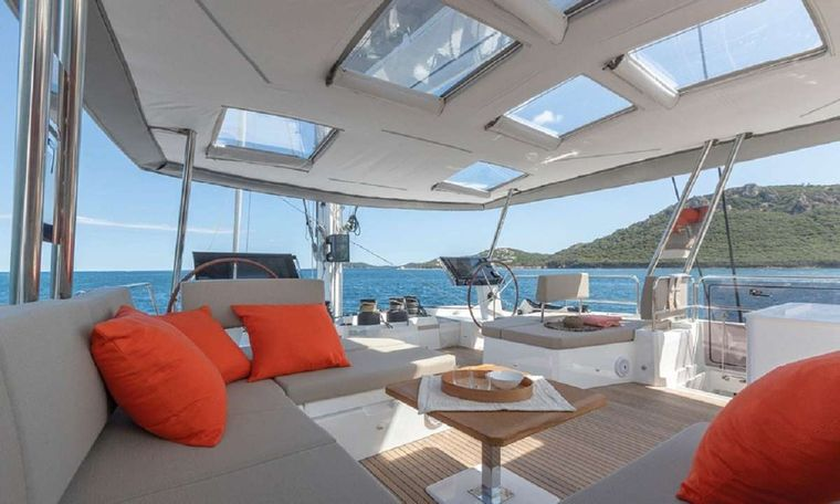 UNTETHERED Yacht Charter - Aft Deck