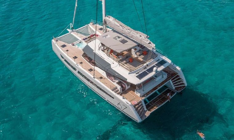 UNTETHERED Yacht Charter - On the hook