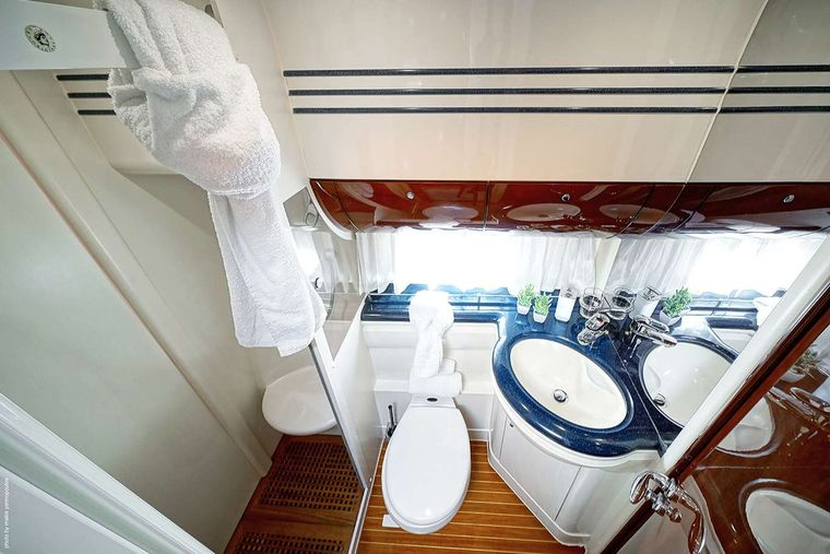 DISTAR PRINCESS Yacht Charter - Twin Cabin Facilities shared with the other twin Cabin