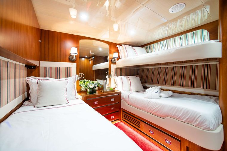 WIND OF FORTUNE Yacht Charter - Twin Suite with pullman bed