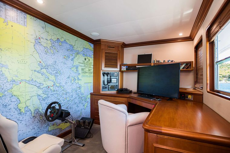 WIND OF FORTUNE Yacht Charter - Office - Playroom