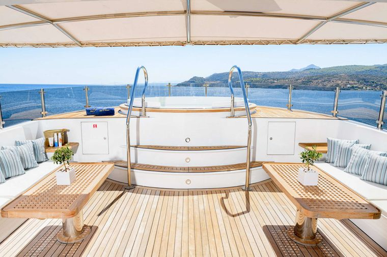 WIND OF FORTUNE Yacht Charter - Shaded Sun Deck - Jacuzzi
