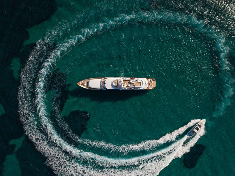 """WIND OF FORTUNE Yacht Charter - Aerial & Shadow boat """"BONITA"""""""