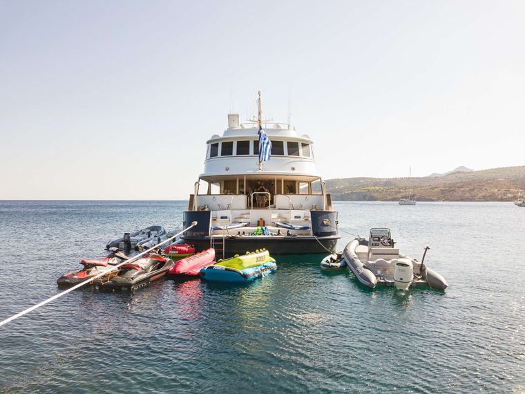 WIND OF FORTUNE Yacht Charter - Beach House - Tender & Toys