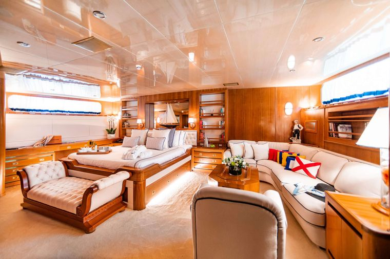 WIND OF FORTUNE Yacht Charter - Master Suite